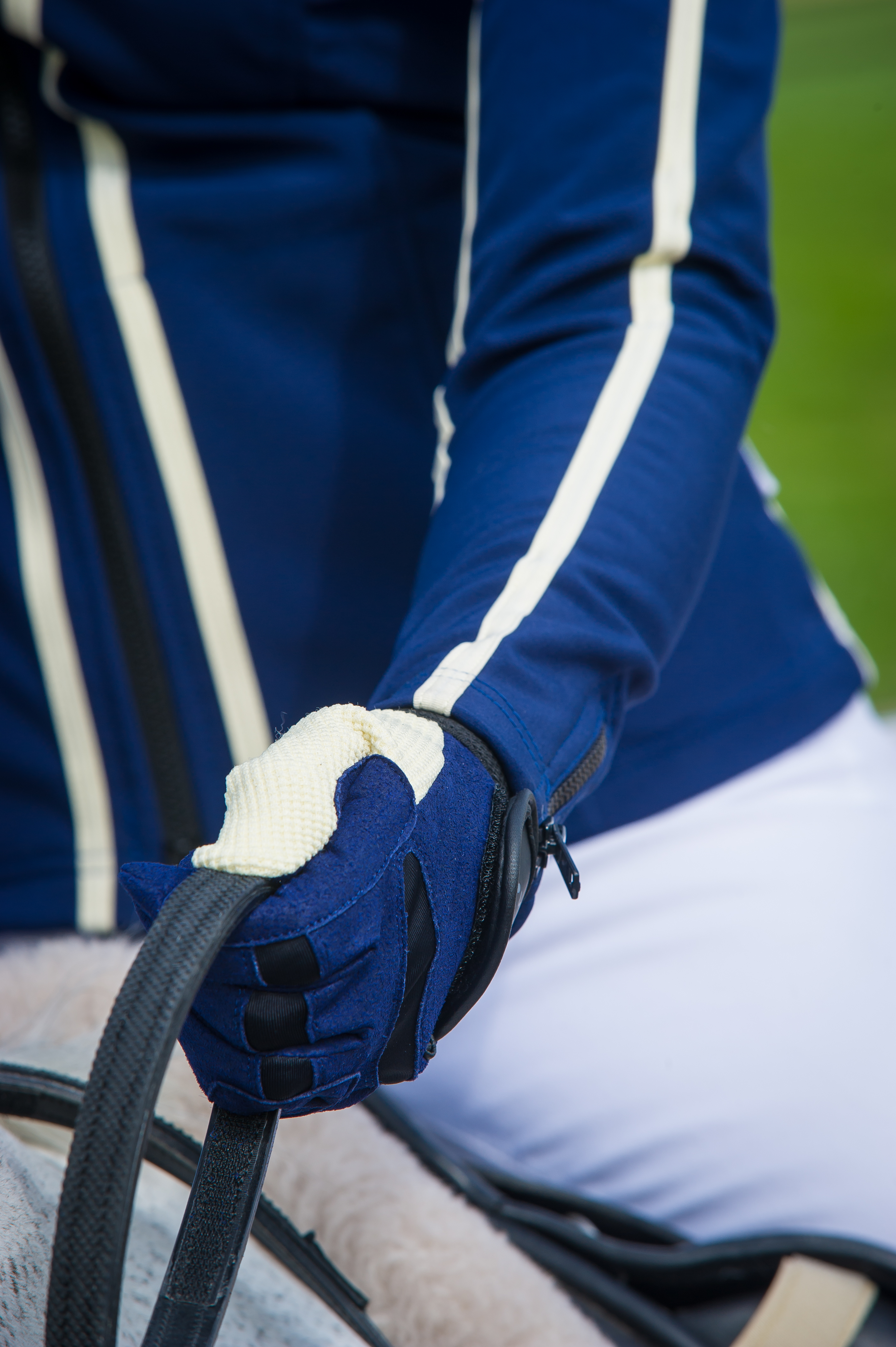 Visualise Training Gloves Cream and Navy